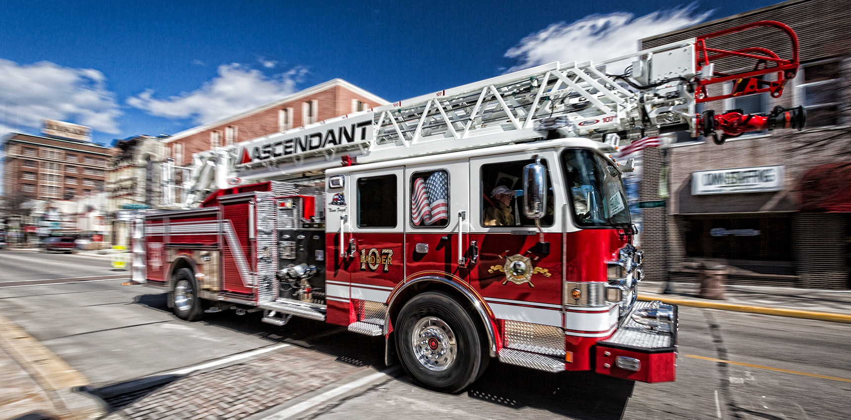 Pierce-Ascendant-Achieves-New-Milestone-Sale-No107-for-the-Innovative-107-Foot-Aerial-Ladder_Header.jpg