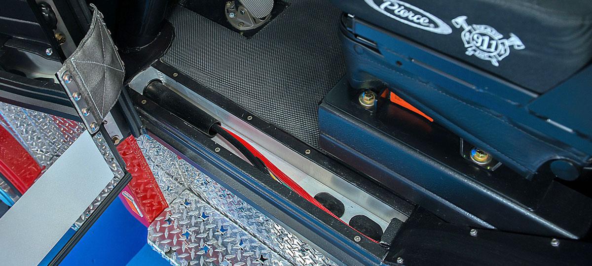 Arrow-XT-Integrated-Wire-Ways.jpg