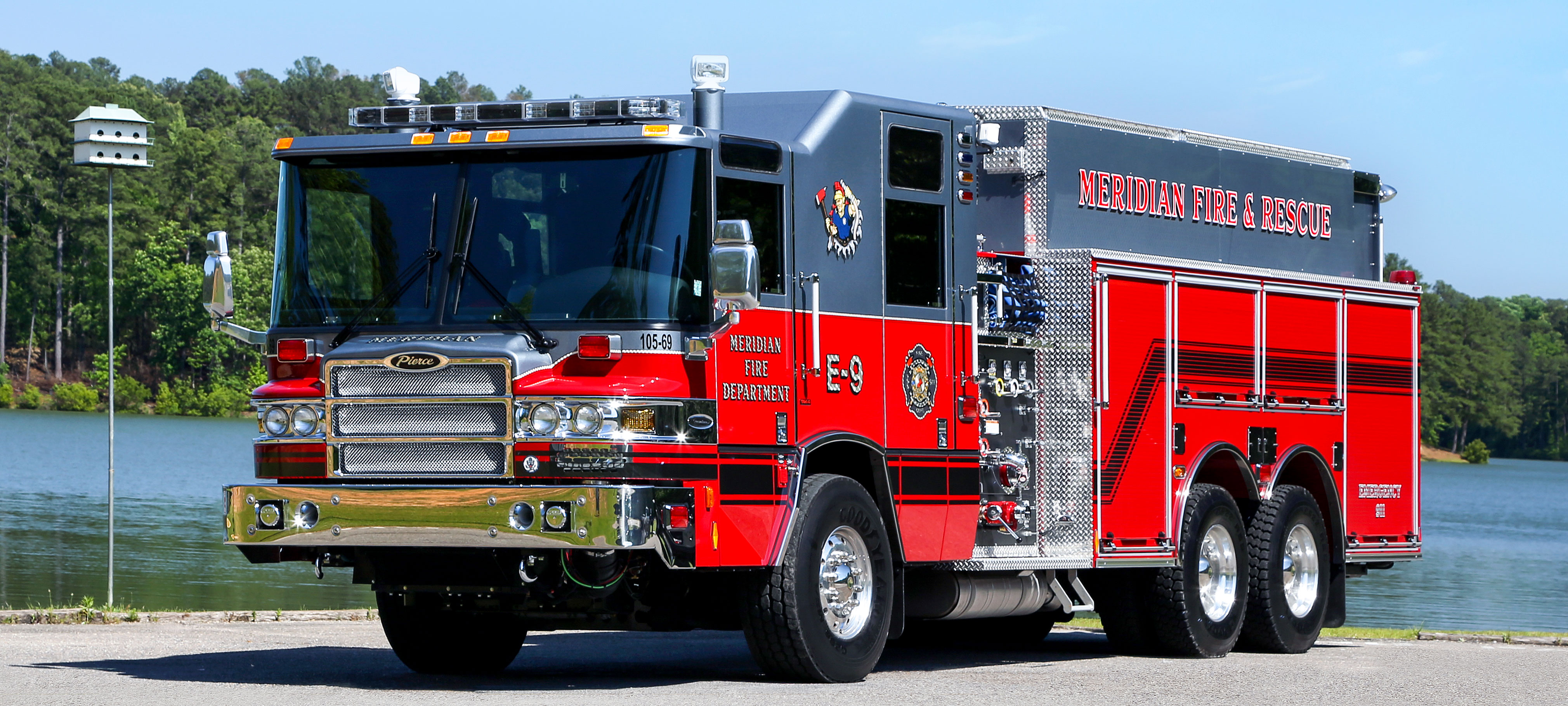 Pierce Tanker Fire Truck